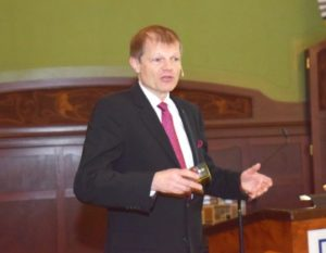 Univ.-Prof. Dr. Peter Eickholz referierte über periimplantäre Infektionen